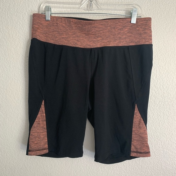 Livi Active Pants - Livi Active | Biker shorts with copper accent 14